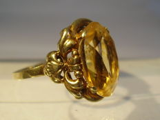 Gold 14 kt Art Deco ring with large 8 ct citrine.