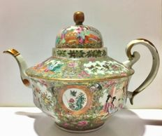 A elegant green family Large Teapot Canton China, 19th century