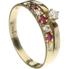 14 k Yellow gold ring set with Ruby and Zirconia - Inside size 16 mm