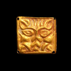 Greek Gold Ornament Plaque with Lion Head, 1.7 cm L / Gold, 0.6 grms