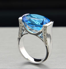 Blue topaz brilliant ring, 12.36 carat, 750 white gold, custom-made, solid, no shipping costs