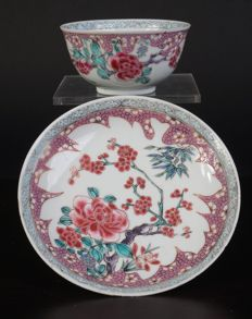 Porcelain Famille Rose teacup and saucer - China - 18th century (Yongzheng period)
