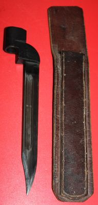 United Kingdom, No. 9  Bayonet with rare leather scabbard, in very good condition