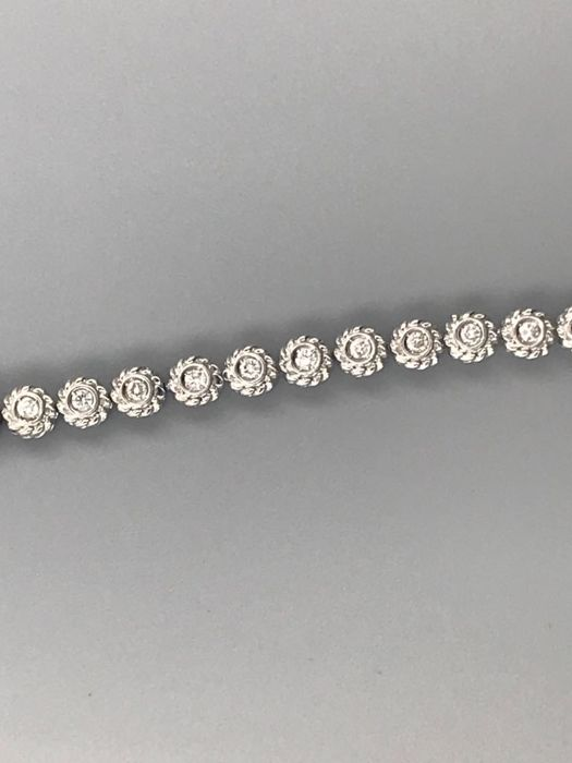 18K white gold bracelet with 40 diamonds 1.20 ct total
