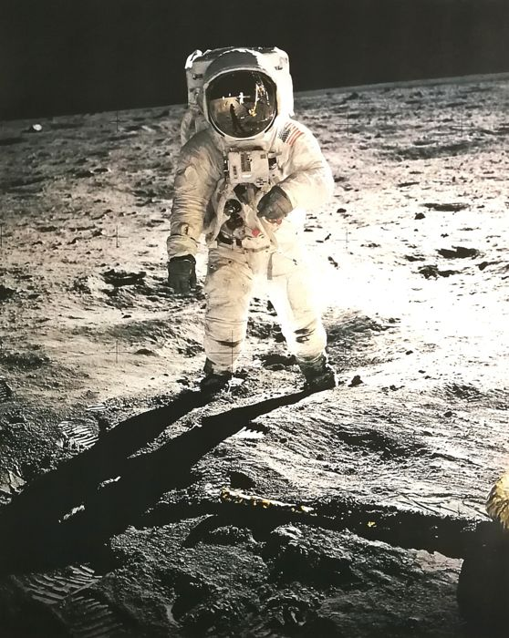 69-hc-680 Nasa Photo Edwin Aldrin Comes Down The Ladder Of The Lunar