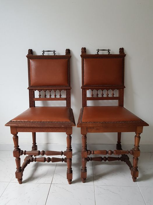 Antique oak chairs with bust of lion's heads - early 1900s - Antique Oak Chairs With Bust Of Lion's Heads - Early 1900s - Catawiki