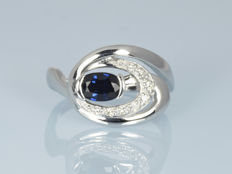 14 kt gold.  Ring with sapphire and diamonds.  Size 50 (16 mm in diameter)