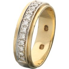 18 kt - Bi-colour ring set with 12 round brilliant cut diamonds of 0.24 ct in total - Ring size: 17.75 mm