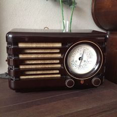 Philips bakelite radio BX 373A