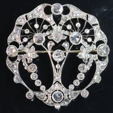 Belle Epoque brooch with 112 diamonds set in gold backed silver, anno 1920