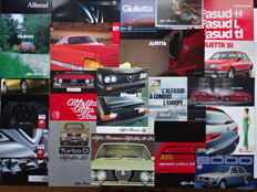 1975 - 2010 - ALFA-ROMEO Giulia Nuova Super, GTV, Brera, Montreal, Sprint Veloce, Alfetta, Spider, GT, 156 GTA, 166, Giulietta, etc - Mixed lot of 24 sales brochures