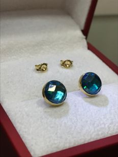 14 kt Yellow gold ear stud with unique cut blue Topaz