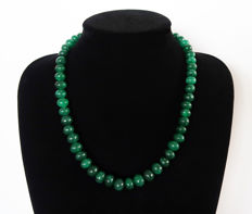 Emerald necklace - polished oval beads - 455 ct - 53.5 cm