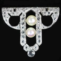 French platinum and gold Art Deco clip with pearls and diamonds,  1920
