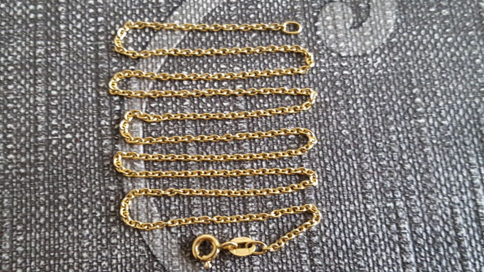 Women's necklace in 18 kt yellow gold; length of 43 cm
