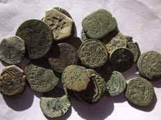 Spain - AE - Large lot of 25 bronze coins from all eras