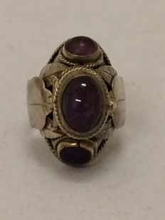 Silver poison ring with cabochon cut amethysts - Mexico - 1940 - ring size: 18 mm