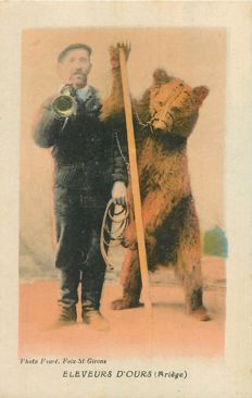 "France - Old postcard ""Ours"" Ariège Department 09 - bear breeders"