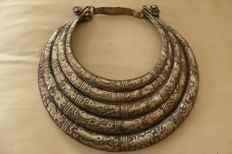 Silver-coloured necklace made by Chinese minorities, i.a. Miao. 2nd half 20th century