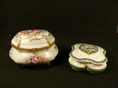 Limoges - Beautifully decorated box lid with ornaments + Sceaux box lid