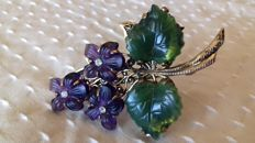 Vintage women's brooch in jade and amethyst - Dimensions: 5 x 4 cm - Total weight: 11 g