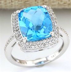 14 kt White Gold Ring with 7.25 ct London Blue Topaz, 0.90 ct White Sapphire; Size: 7