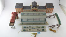 "Faller/Vollmer H0 - 110111/120199 - Station ""Neustad ad Weinstrasse"" with extra platforms and canopy, signal box and walkway, with LED-lighting"