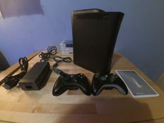 Microsoft Xbox 360 120GB - 2 Controllers - 8 various games - Halo , Assassin's Creed, Burnout, PGR, Gears of war and more!