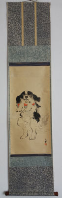 Hanging scroll - 'Japanese Spaniel on its hind legs' - Painted in ink and colours on paper - Japan - Early 20th century