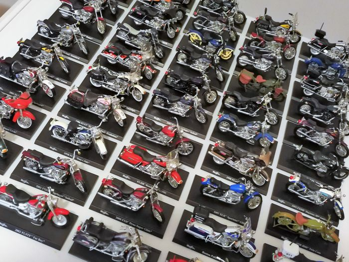 Maisto - Scale 1/18 - Lot with 50 models: 50 x Harley Davidson ...