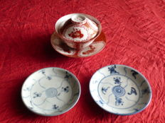 """Set which includes a Kutani Aka-e eggshell cup with saucers (""""Mikawachi"""" mark) and two saucers Arita - Japan - Early 20th century/18th century"""