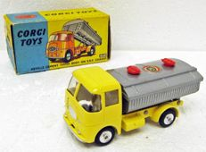 Corgi Toys - scale 1/43 - Neville cement tipper body on E.R.F. chassis #460