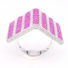 Roof-Shaped Ring in 7.66 carats Ruby Beads and 0.94 carats White Diamonds in 18 kt White Gold