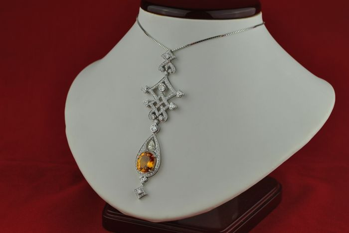 Exclusive Diamond Pendant with Total +/- 3.20CT & Oval cut Citrine Stone set on 18k White Gold - Good As New Condition!