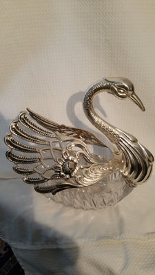 Large crystal bonbon bowl with silver mounting of a swan, D. Aubert, Netherlands, 1995