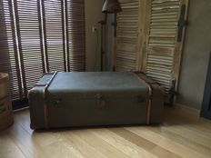 Elegant Coffee table (vintage travel trunk style), of recent manufcure