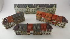 Faller/Kibri/Pola/Vollmer H0 - Street with 24 half-relief townhouses with shops amongst others