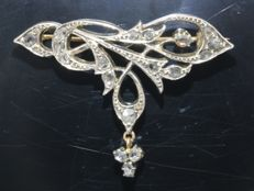 Pure Art Nouveau gold brooch with 18 diamonds, circa 1900, reduced price now