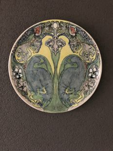 Holland Utrecht - Art Nouveau earthenware wall plate with decor of stylised flowers