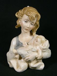 Santini, Capodimonte - Beautiful bust Mother and Child