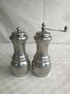Pepper mill and salt shaker made of English silver - period 1900 - England