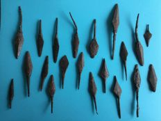 Lot of 28 Medieval arrowheads - 45-110 mm (20)