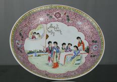 A famille rose dish plate - China - second half 20th century