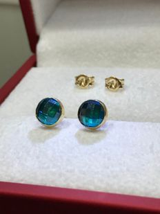 14 kt Yellow gold ear stud with uniquely cut blue Topaz