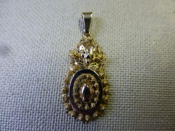 Gold, old Dutch pendant, filigree.