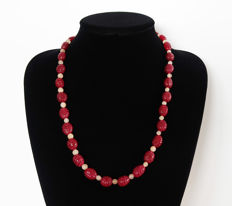 Necklace with engraved rubies and polished aventurine - 355 ct - total length: 59.4 cm