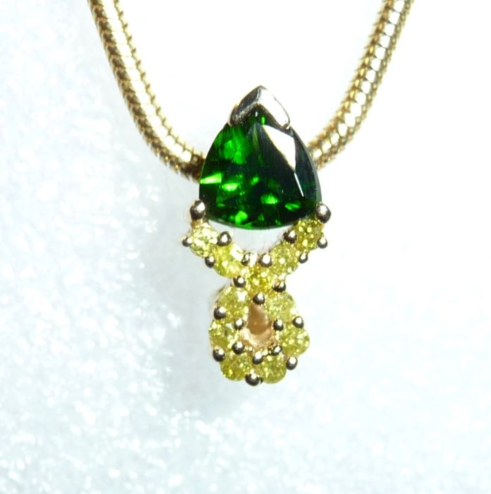 Pendant in 14 kt 585 gold 1 ct russian chrome diopside 022 ct pendant in 14 kt 585 gold 1 ct russian chrome diopside 022 ct of yellow diamonds no reserve price catawiki aloadofball Image collections