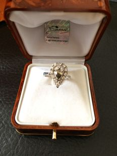 Top Luxury Exclusive Gold White Ring with Fancy Diamond Green Gold Olive and white diamonds