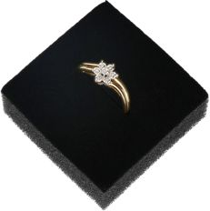 14k - Yellow gold ring set with 7 single cut diamond of approx. 0.035 ct. - Ring size: 17.5 mm
