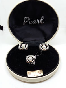 Vintage Sterling Silver and Chinese Cultured Pearl Cufflinks and  Tie Pin in Original Oyster Shaped  Box with Original Chinese Label